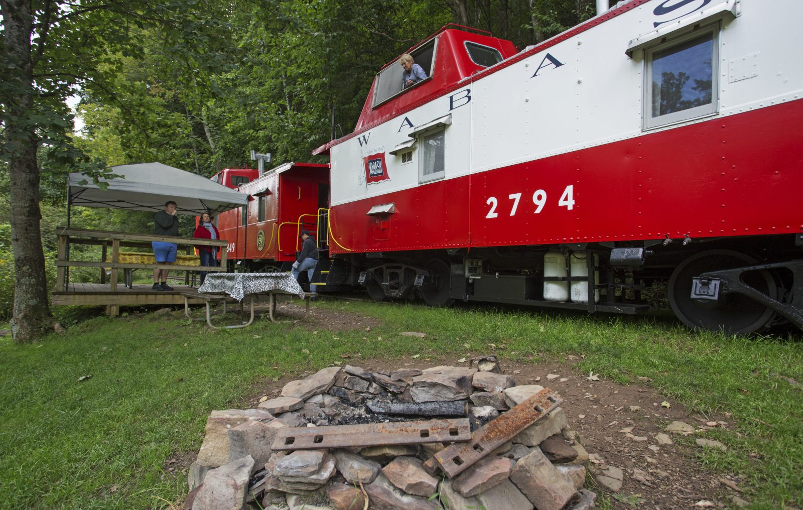 castaway caboose overnights mountain rail wv. Black Bedroom Furniture Sets. Home Design Ideas